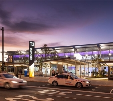 free-standing-illuminated-airport-pylon-totem-sign