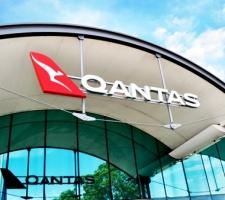 Qantas-Internal-Signage-Halo-Illuminated