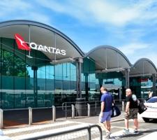 Qantas external signage T3 & T4