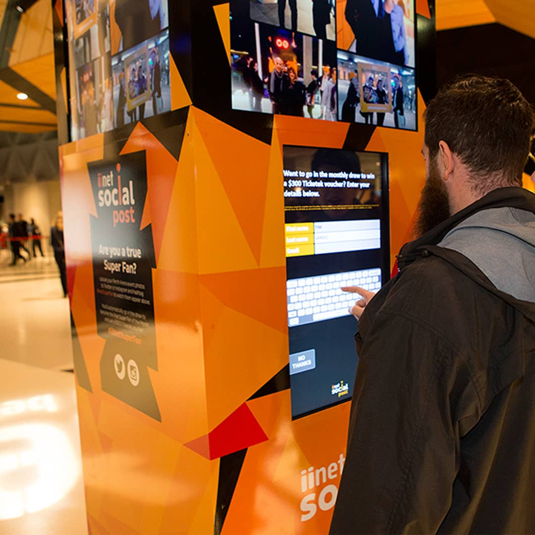 interactive touchscreen signage signage